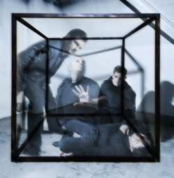 27/03/2012 : DIORAMA - 'There's something strange and uncontrollable happening on stage that flips a certain switch'
