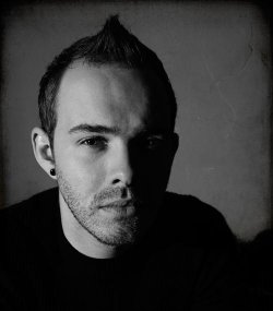 06/10/2012 : HECQ (BEN LUKAS BOYSEN) - Both the Maschinenfest and Pluto gigs will drift in a pretty groovy realm.