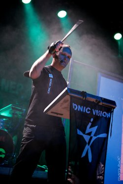 21/04/2011 : IONIC VISION - Did you think we became people without dreams?