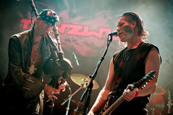 19/09/2014 : TANZWUT - As it was forbidden to play streetmusic in the GDR, we were arrested from time to time...