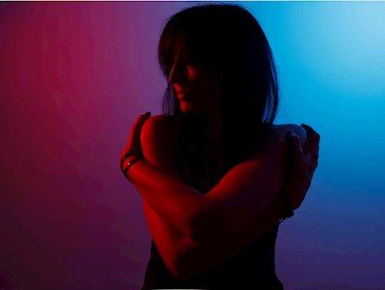 NEWS Evi Vine previews 'My Only Son' single ahead of 'Black Light White Dark' album!