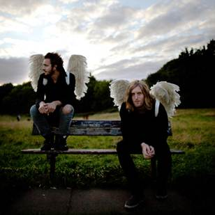 12/12/2011 : SMITH & BURROWS - Funny Looking Angels