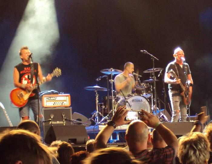 10/08/2018 : GOLDEN EARRING + THE KIDS - Live at Zulzeekse Feesten, Kluisbergen - Belgium - 28.07.2018